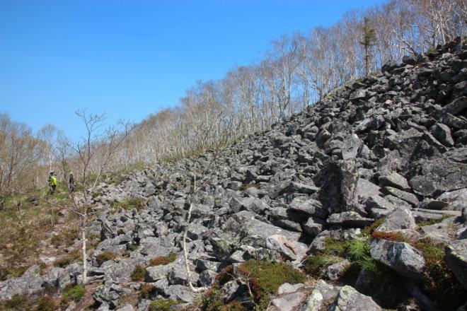 東ヌプカウシヌプリ 頂上直下のガレ場