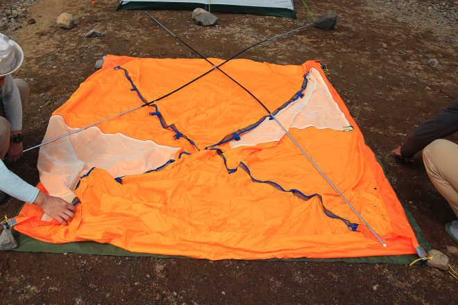 VS-40 テント本体 地面に広げる