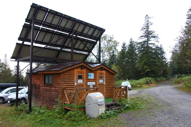 トムラウシ山短縮登山口のバイオトイレ