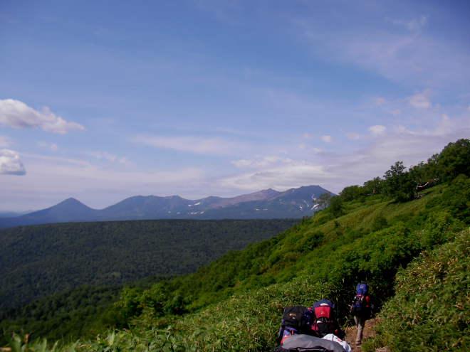 新得側から見た十勝岳連峰
