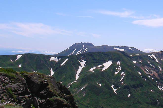 忠別岳から見たトムラウシ山