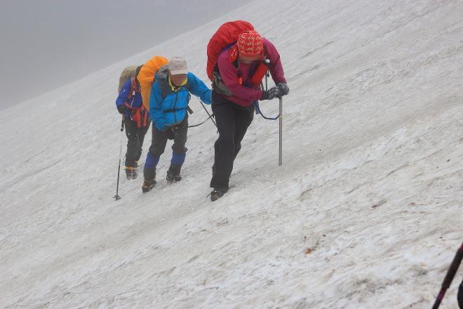 雪渓 急斜面 アイゼン