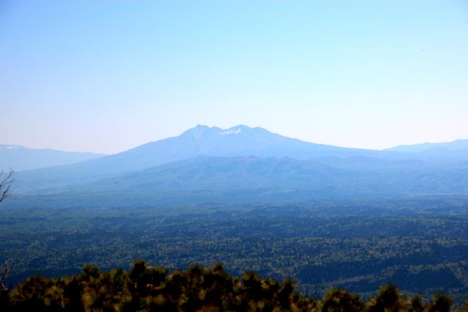 藻琴山から見た斜里岳