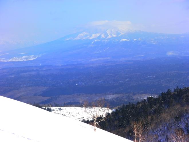 冬の藻琴山から見た斜里岳