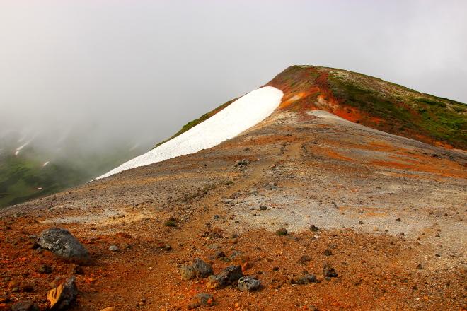 中岳手前の稜線