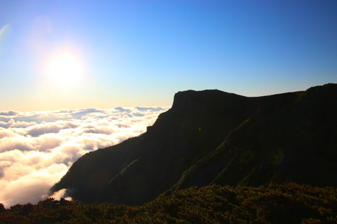 桂月岳から見た黒岳と雲海