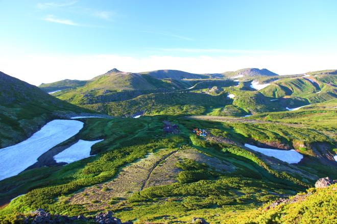 桂月岳から見た黒岳野営場
