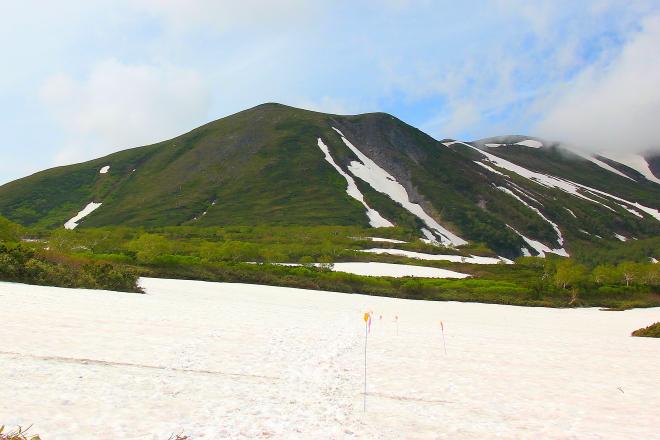 緑岳の雪原