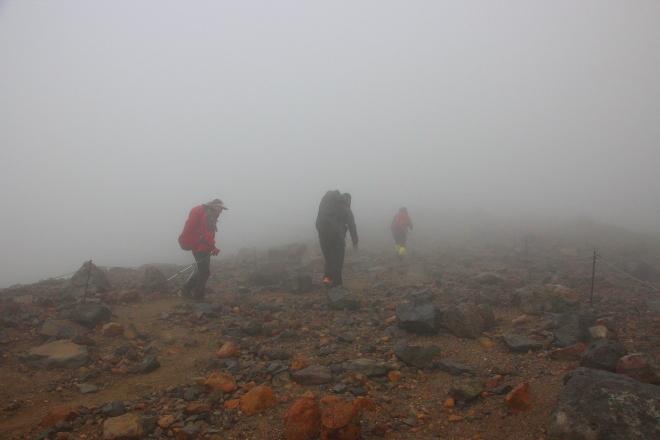 濃い霧がかかった旭岳