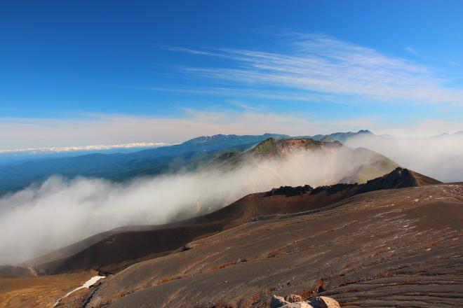 十勝岳から見たトムラウシ山・旭岳方面