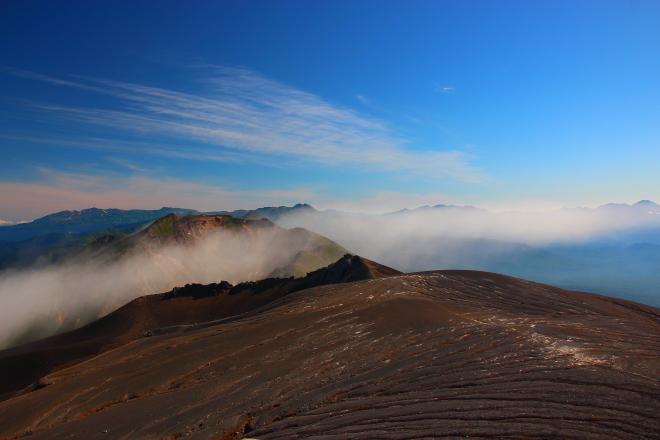 十勝岳山頂から見た大雪山系