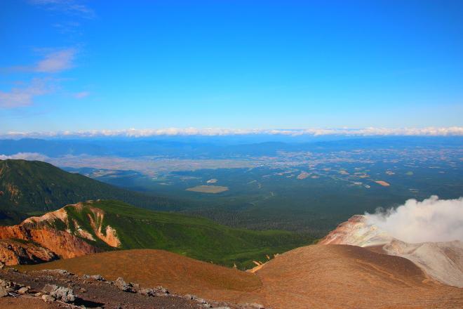 十勝岳から見た上富良野町方面