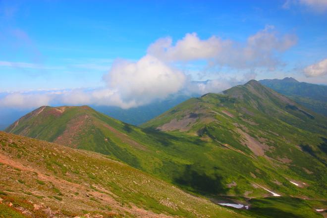 美瑛岳から見た美瑛富士とオプタテシケ山